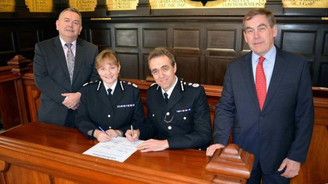 The PCCs and chief constables of both forces signed the agreement aimed at slashing costs